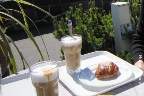 Kaivarin Ursulan maidolla poltetut Cafe Lattet