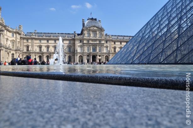 Louvre water