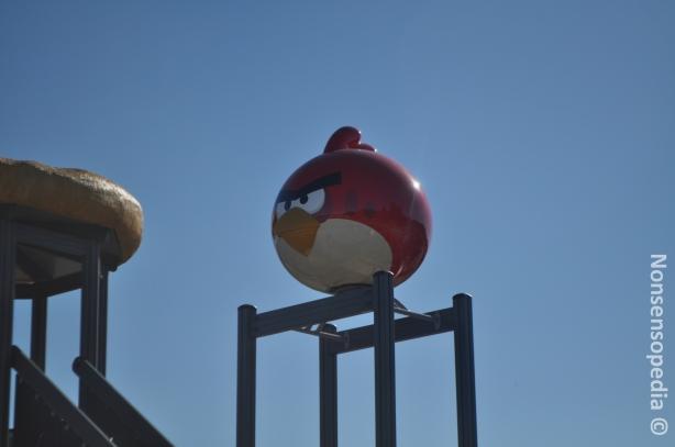 Iso Punainen lintu vihaisena