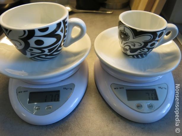 Vaa'alla molemmat, cappa vetää pintajännitteillä 170g ja espresso 70g