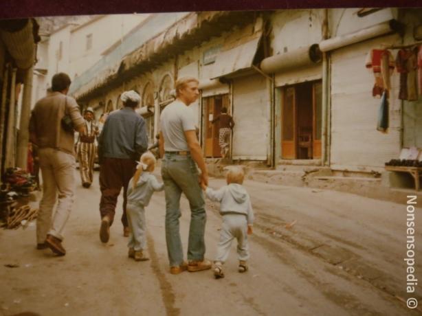 Irakissa,Mosulissa joskus 80-82 systerin kanssa isän käsissä kiinni