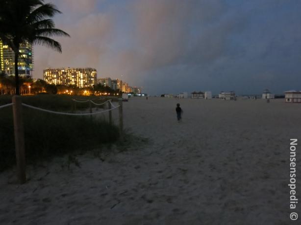 L ja energian purkamisjuoksua illalla rannalla